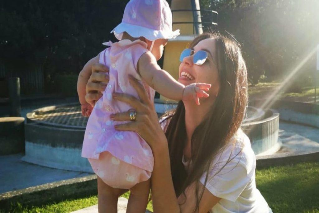 Sara Barradas já passeia com a filha